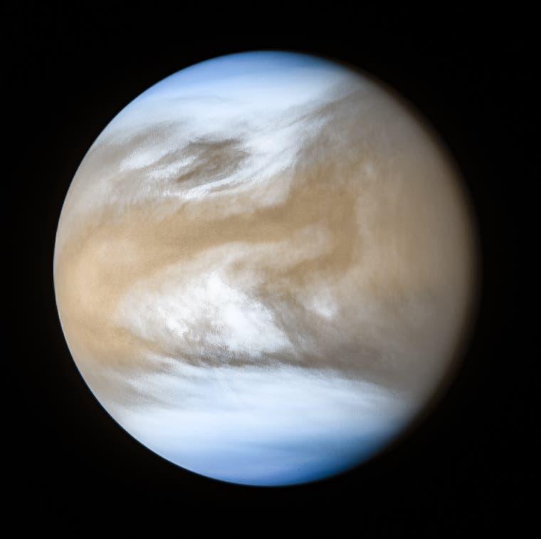 Die Venus im ultravioletten und infraroten Licht (Aufnahme der japanischen Raumsonde Akatsuki)
