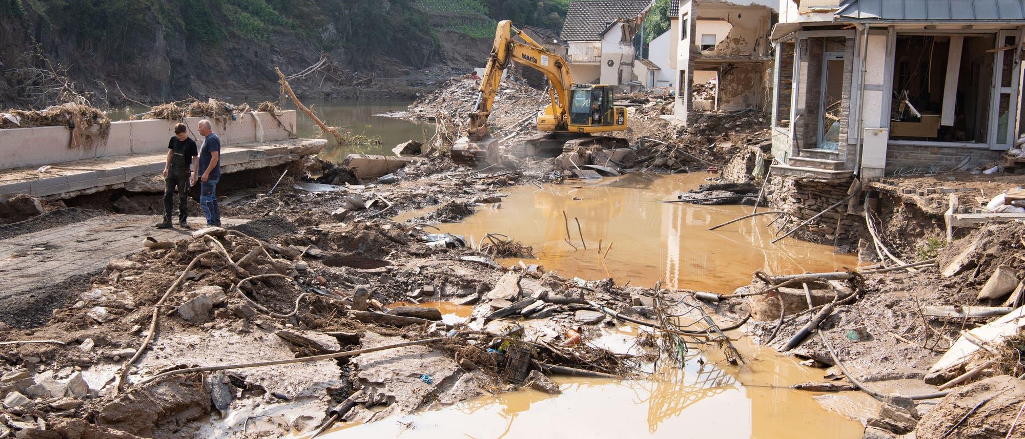Zerstörungen in Mayschoß, Rheinland-Pfalz.