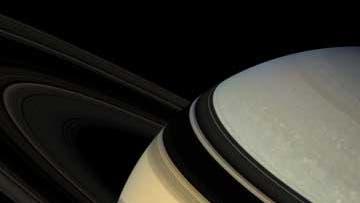 Saturns Ringe von schräg oben