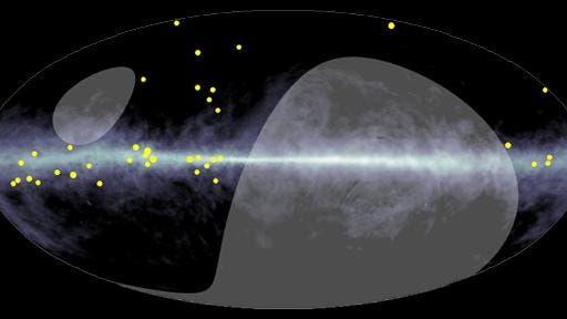 Die Ankunftsrichtung der PeV-Gammaquanten (gelbe Punkte)