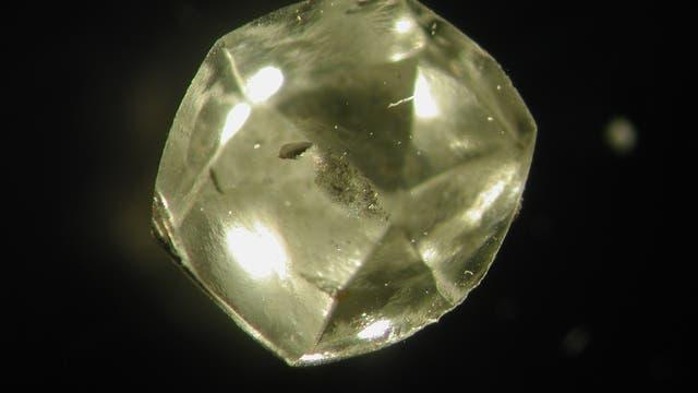 Südafrikanischer Diamant mit Flüssigkeit im Inneren.