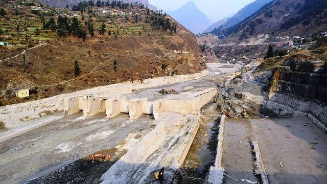 Aufräumarbeiten am zerstörten Wasserkraftwerk Tapovan Vishnugad