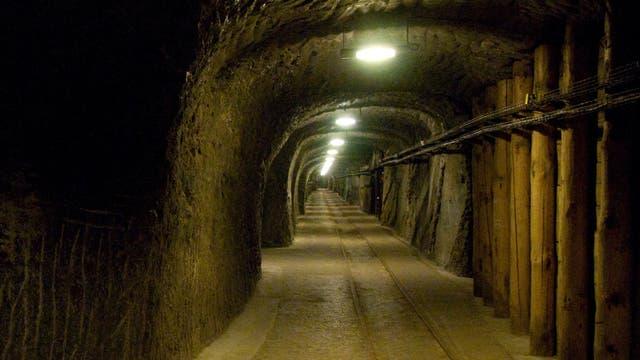 Schautunnel eines aufgelassenen Salzbergwerks