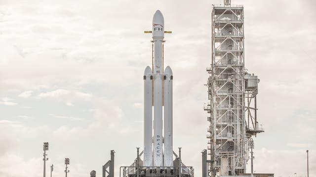 Falcon Heavy an der Startrampe