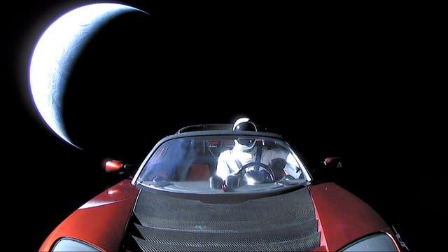 »Starman« vor Erdsichel