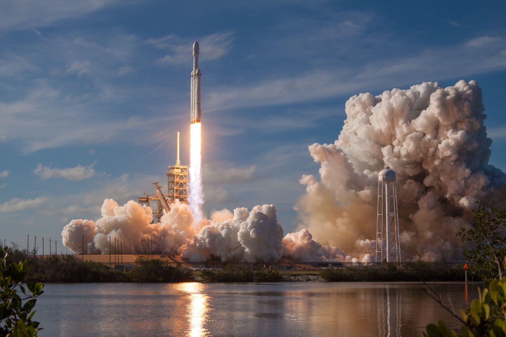 Start der Schwerlastrakete Falcon Heavy
