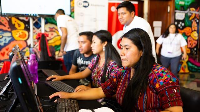 Digitalaktivisten verfassen Wikipedia-Artikel auf Kaqchikel, einer guatemaltekischen Mayasprache