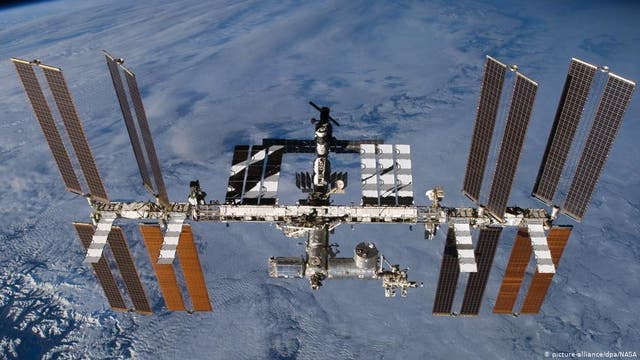 Warum fällt die ISS nicht auf die Erde?