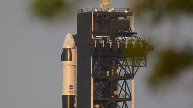 SpaceX'»Crew Dragon« an Bord einer Falcon-9-Rakete auf dem Weltraumbahnhhof Cape Canaveral in Florida.