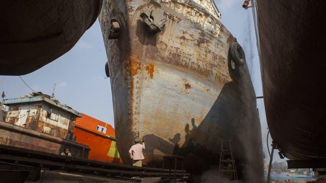 Ein Werftarbeiter in der Nähe des Buriganga-Flusses in Dhaka.