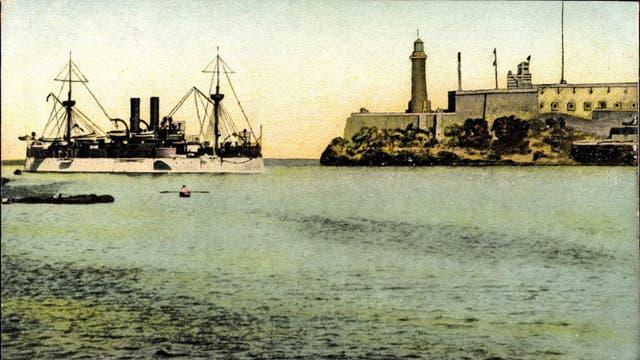 Die USS Maine 1898 bei der Einfahrt in den Hafen von Havanna.