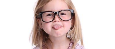 Mädchen mit Brille
