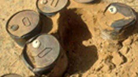 Rostende Behälter mit Pestiziden in Mali