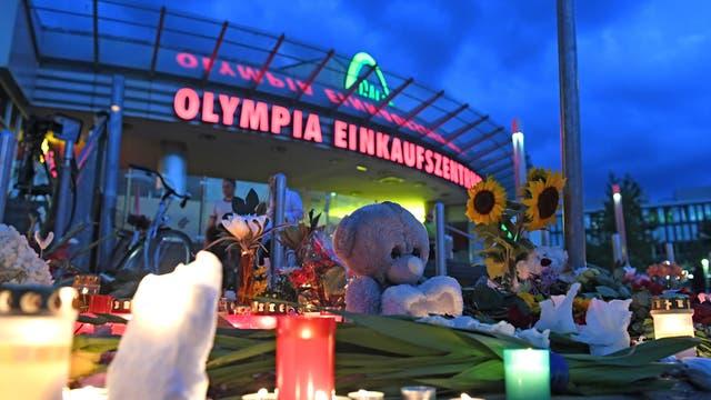 Ort der Trauer am Olympiaeinkaufszentrum in München