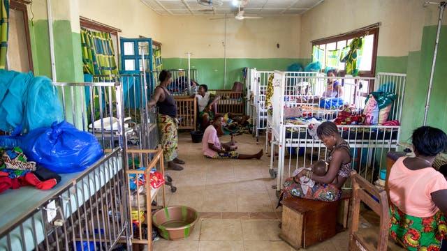 Die häufigsten Krankheiten in einem Krankenhaus in Serabu, Sierra Leone, sind Malaria, Unterernährung und Durchfall (Archivbild).