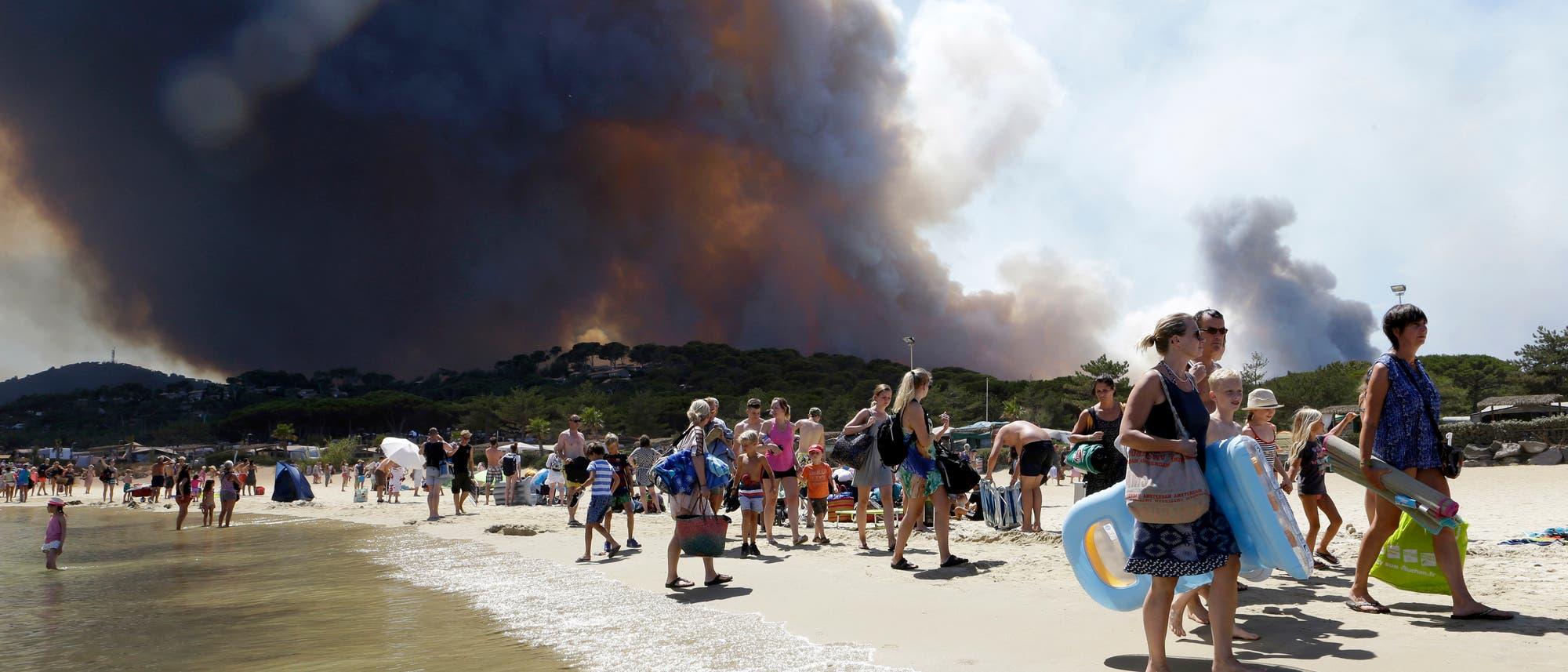 Waldbrand hinterm Strand