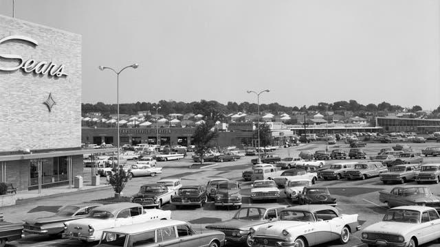 Amerikanische Shopping Mall der 1950er Jahre