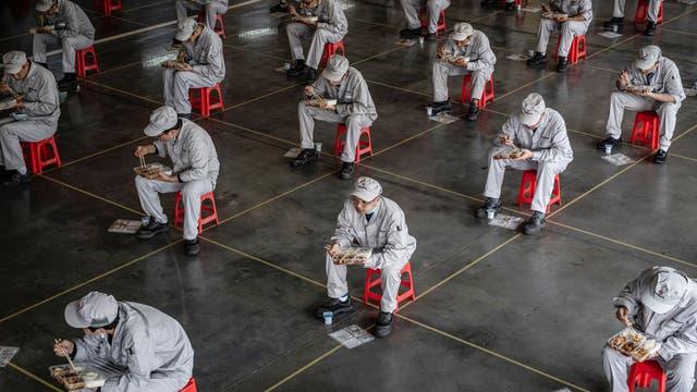 Mittagspause der Beschäftigten der Dongfeng Honda Autowerke in Wuhan