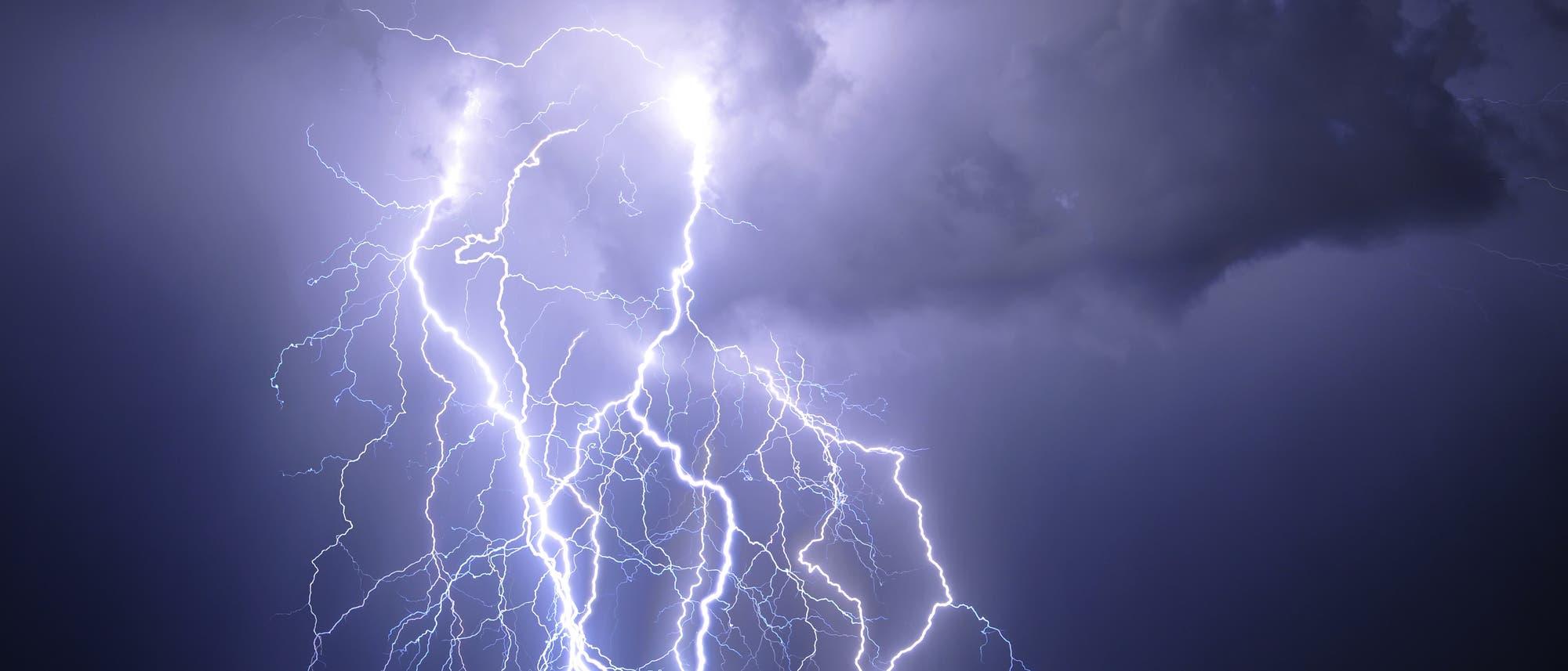Gewitter mit Blitzen in Tucson, Arizona