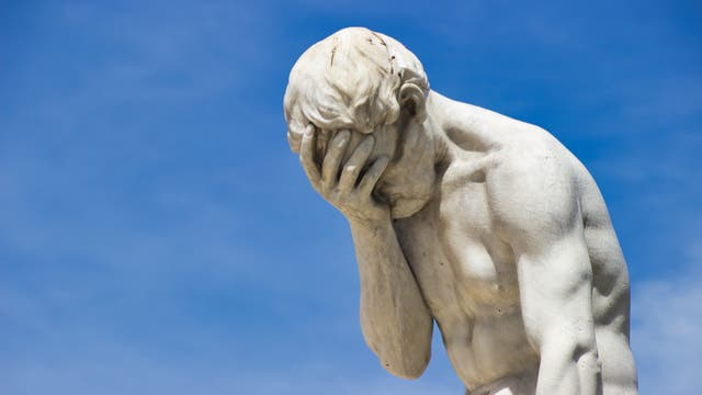 Statue des Kain von Henri Vidal im Jardin des Tuileries. Das Kunstwerk entstand vor dem Aufkommen von Social Media, der Bildhauer kann noch keine Facebook-Kommentare gekannt haben. Erstaunlich, aber wahr.