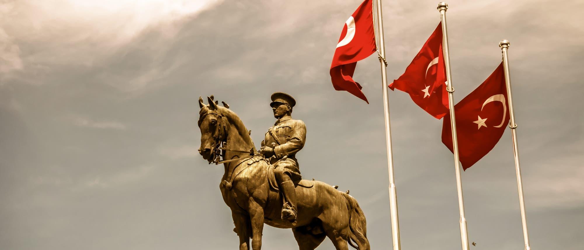 Statue von Mustafa Kemal Atatürk in Ulus, Ankara