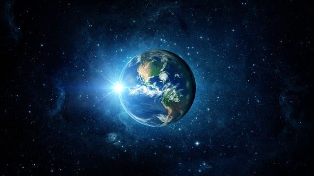 Erde als riesige Linse