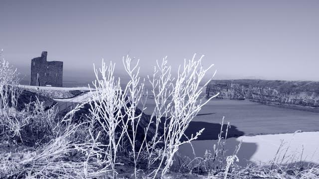 Ballybunion Castle in Schnee und Nebel. Es ist sehr romantisch, aber wohnen möchte ich da eher nicht.