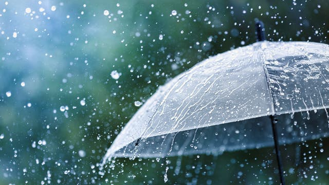 Regenschirm bei schlechtem Wetter