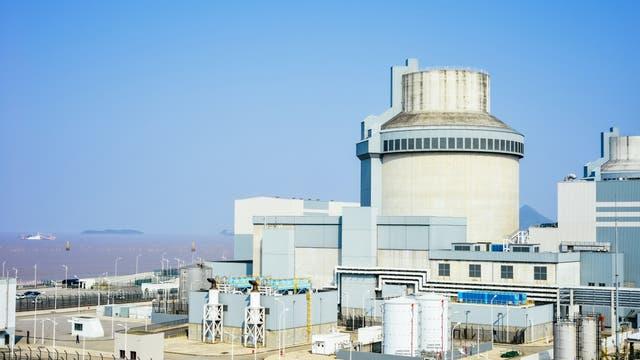 In China gibt es mehr als 50 konventionelle Kernkraftwerke wie dieses in Sanmen County, Zhejiang (Archivbild). Aber der experimentelle Thoriumreaktor in Wuwei wird ein Novum sein.