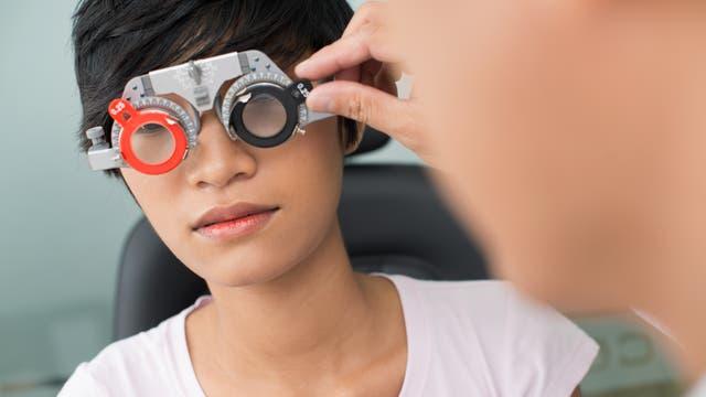 Beim Augenarzt