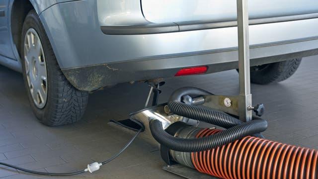 Entscheidend ist, was hinten rauskommt. Manipulierte Abgaswerte lösten den Dieselskandal aus.