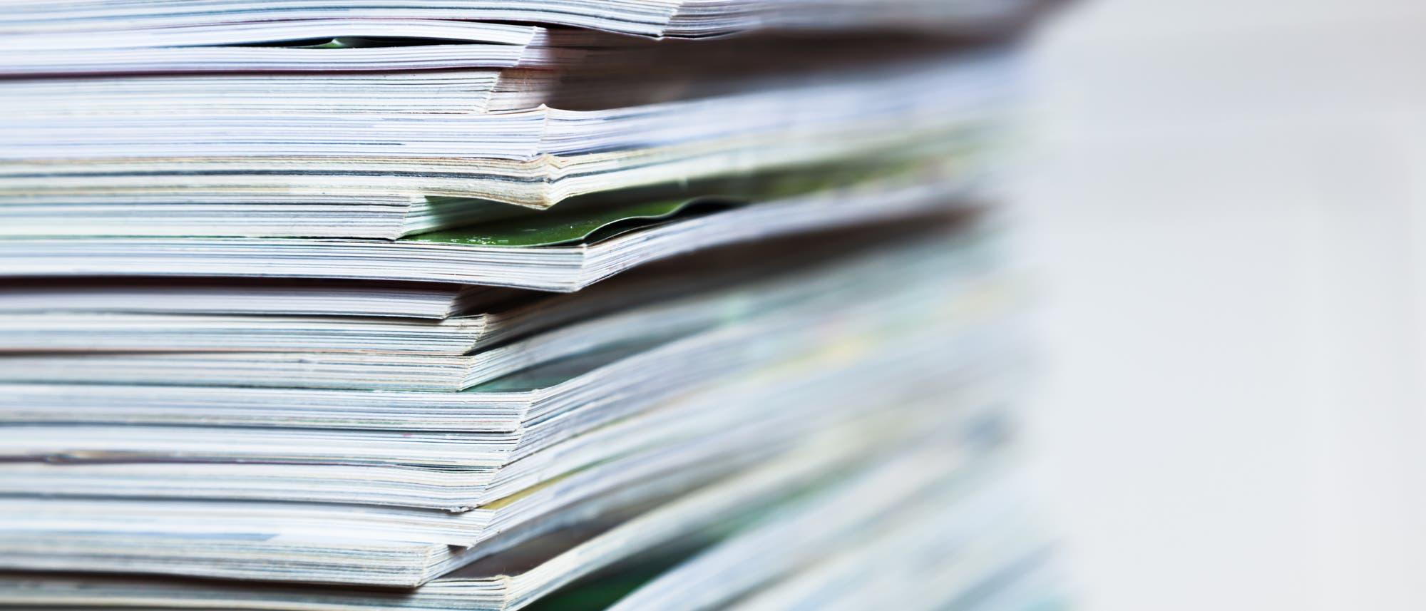 Ein Stapel von Fachzeitschriften