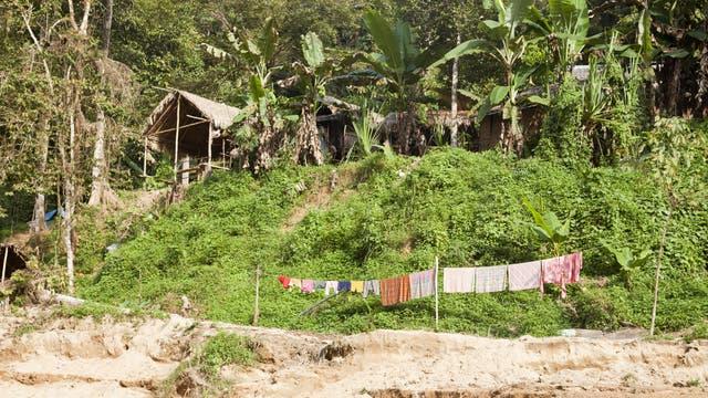 Blick auf eine Siedlung der Orang Asil, einer Volksgruppe in Malaysia, zu der auch die nicht sesshaften Batek gehören.