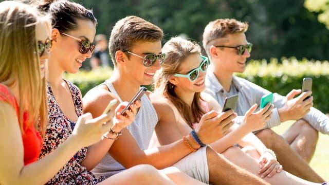 Acht zelluläre Mobilfunknetze