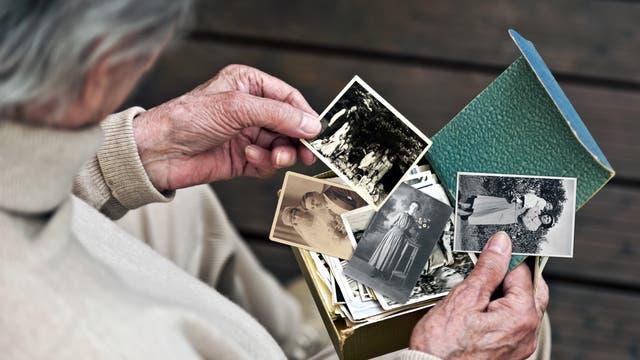 Bei Alzheimer kommt es zu einem forschreitenden Gedächtnisverlust.