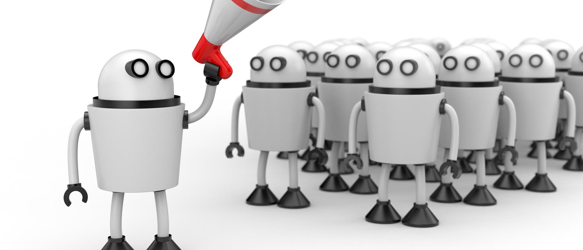 Ein niedlicher Roboter mit Megafon steht vor einer Gruppe niedlicher Roboter mit Aktentaschen
