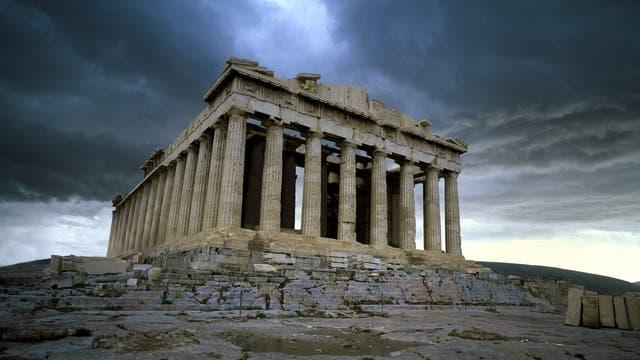 Dunkle Wolken über der Akropolis und Athen