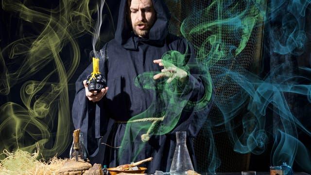 Alchemist bei der Arbeit