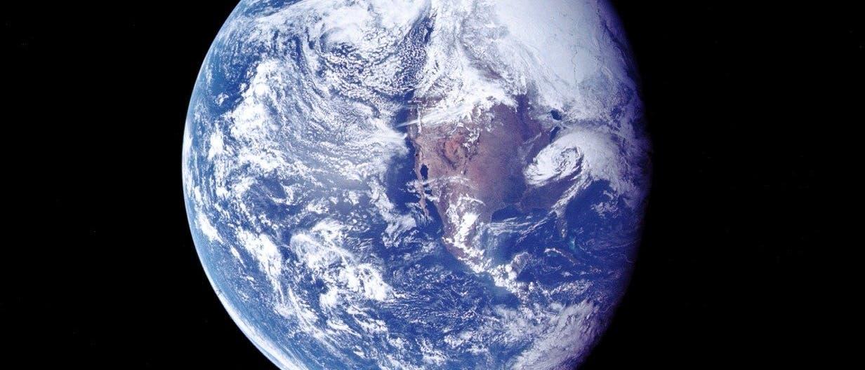 Die Erde aus dem Mondorbit