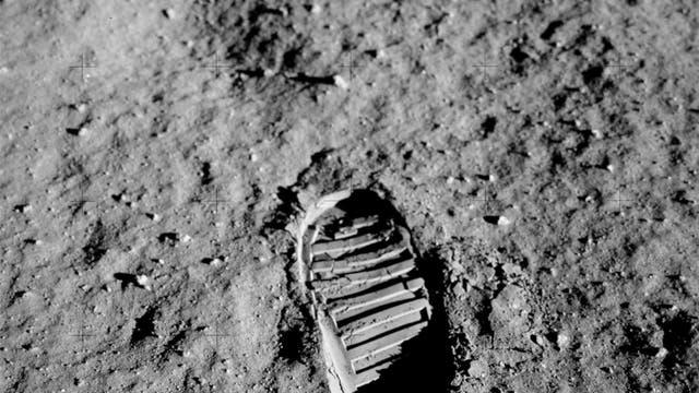 Mondstaub mit Fußabdruck