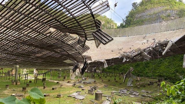 Zerstörtes Arecibo-Teleskop