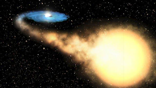 Obwohl Schwarze Löcher (links, umgeben von einer Scheibe aus heißem Gas; Illustration) oft Materie von Sternen verzehren, kann ihre Schwerkraft auch Sterne nach außen schleudern.