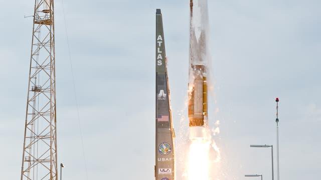 Start der Atlas-V mit LRO und LCROSS an Bord