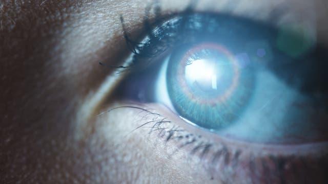 Auge sieht Hologramm