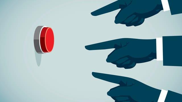 Drei gezeichnete Hände drücken auf einen roten Knopf