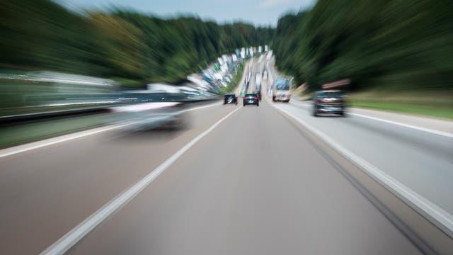 Schnellfahrt auf der Autobahn