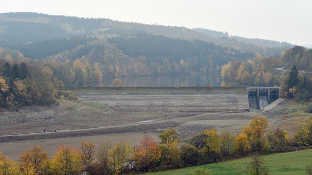 Niedrigwasser am Biggesee