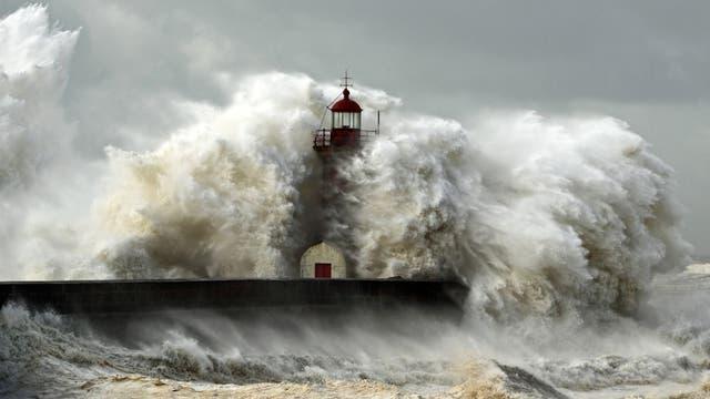 Schwere Brandung an der Küste