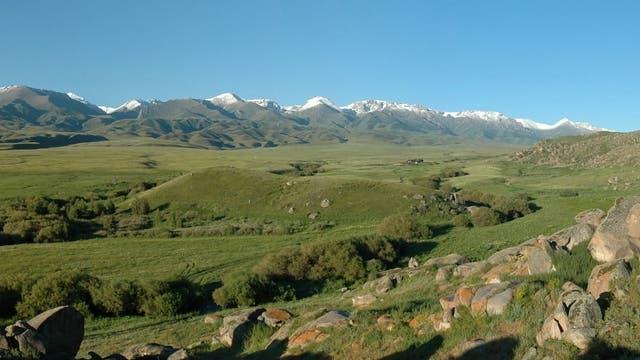 Die Hügellandschaft Kasachstans