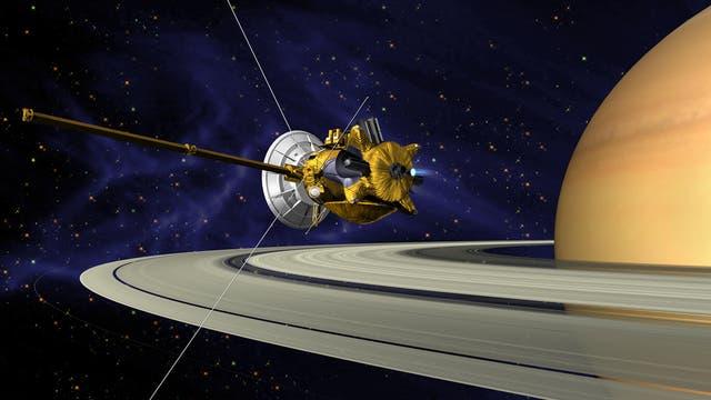 Die Raumsonde Cassini über den Ringen